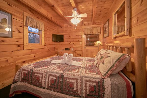 Pigeon forge cabin little bear 1 bedroom sleeps 4 for 1 bedroom cabin pigeon forge