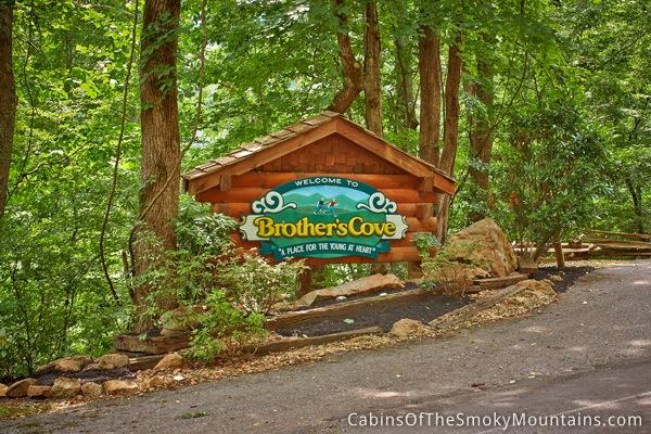 Pigeon forge cabin moose manor 3 bedroom sleeps 10 for Moose creek cabins pigeon forge tn