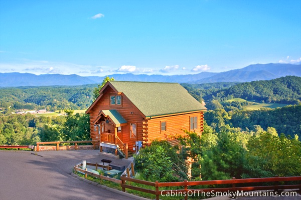 Pigeon forge cabin villa pallazo 2 bedroom sleeps 10 for Smoky mountain cabin specials