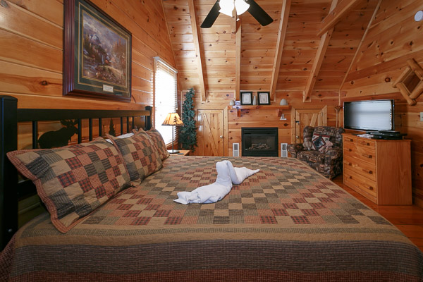 Pigeon forge cabin cozy bear cabin 2 bedroom sleeps 6 for 2 bedroom cabin in pigeon forge