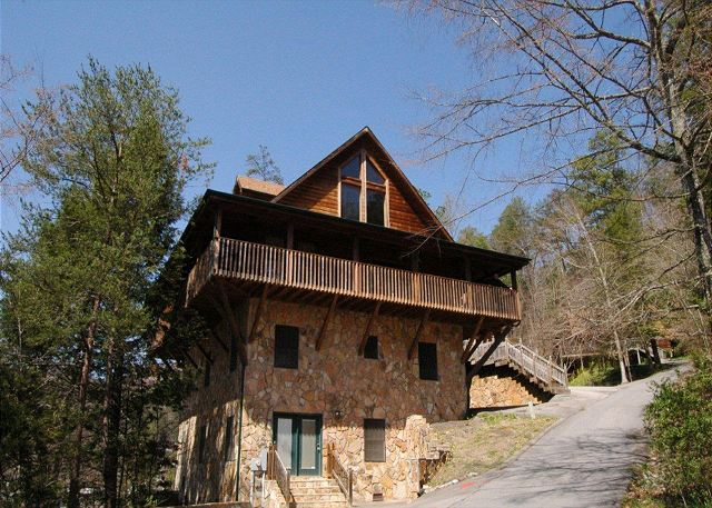 gatlinburg cabin honey bear lodge 4 bedroom sleeps