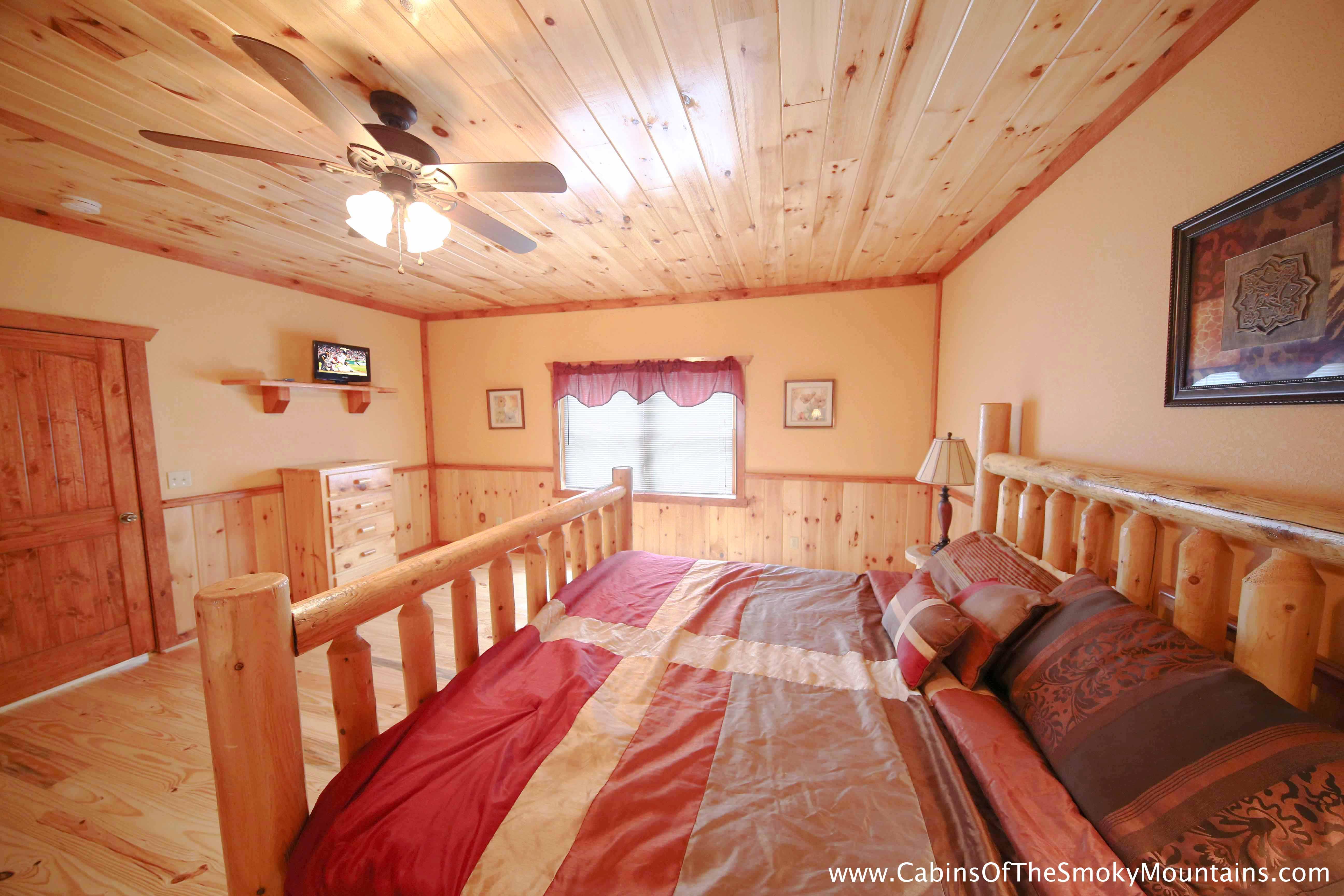 gatlinburg cabin poolin 39 around 6 bedroom sleeps 28 jacuzzi