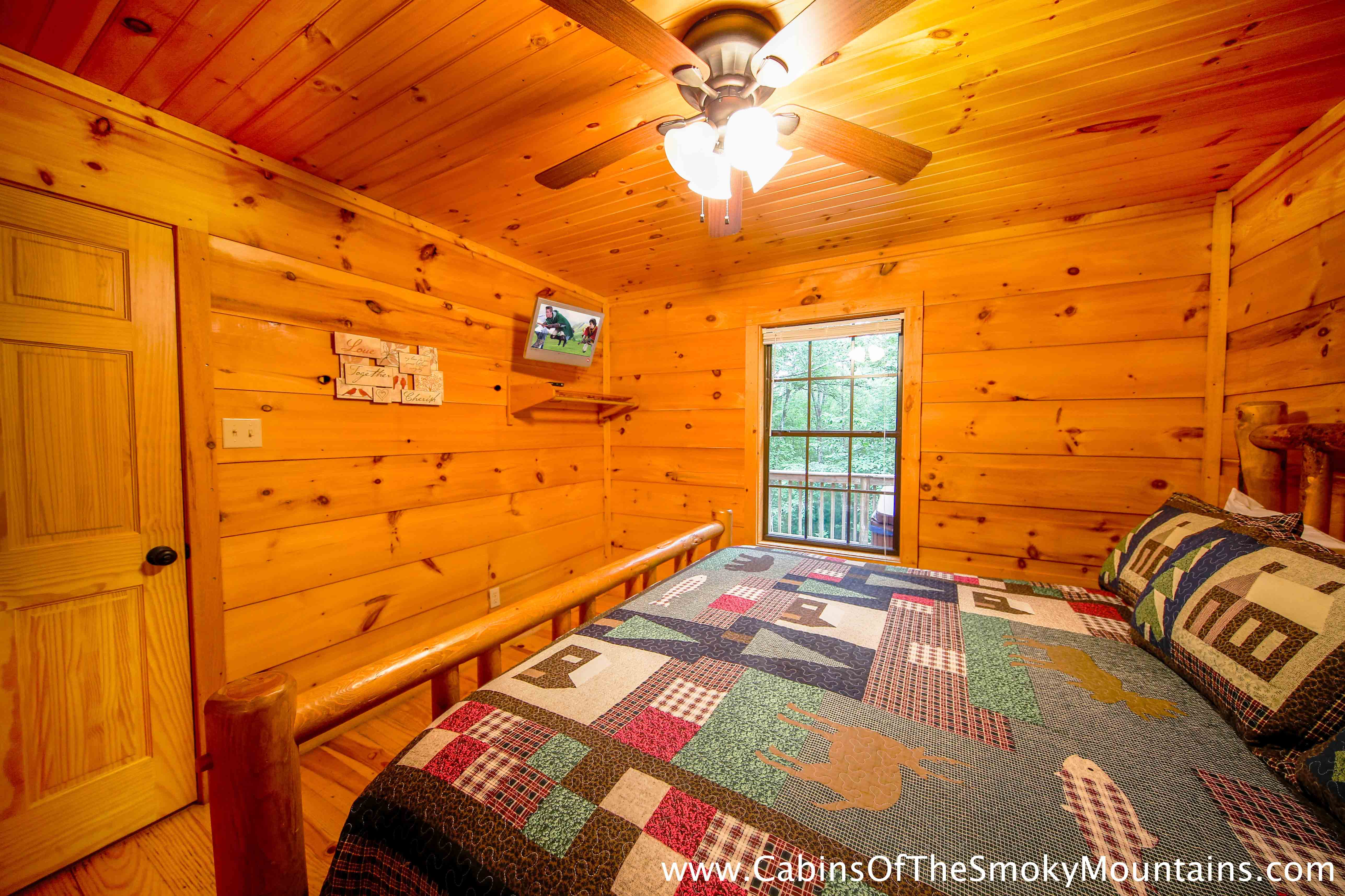 Pigeon forge cabin dolly 39 s delight 1 bedroom sleeps for 1 bedroom cabin pigeon forge