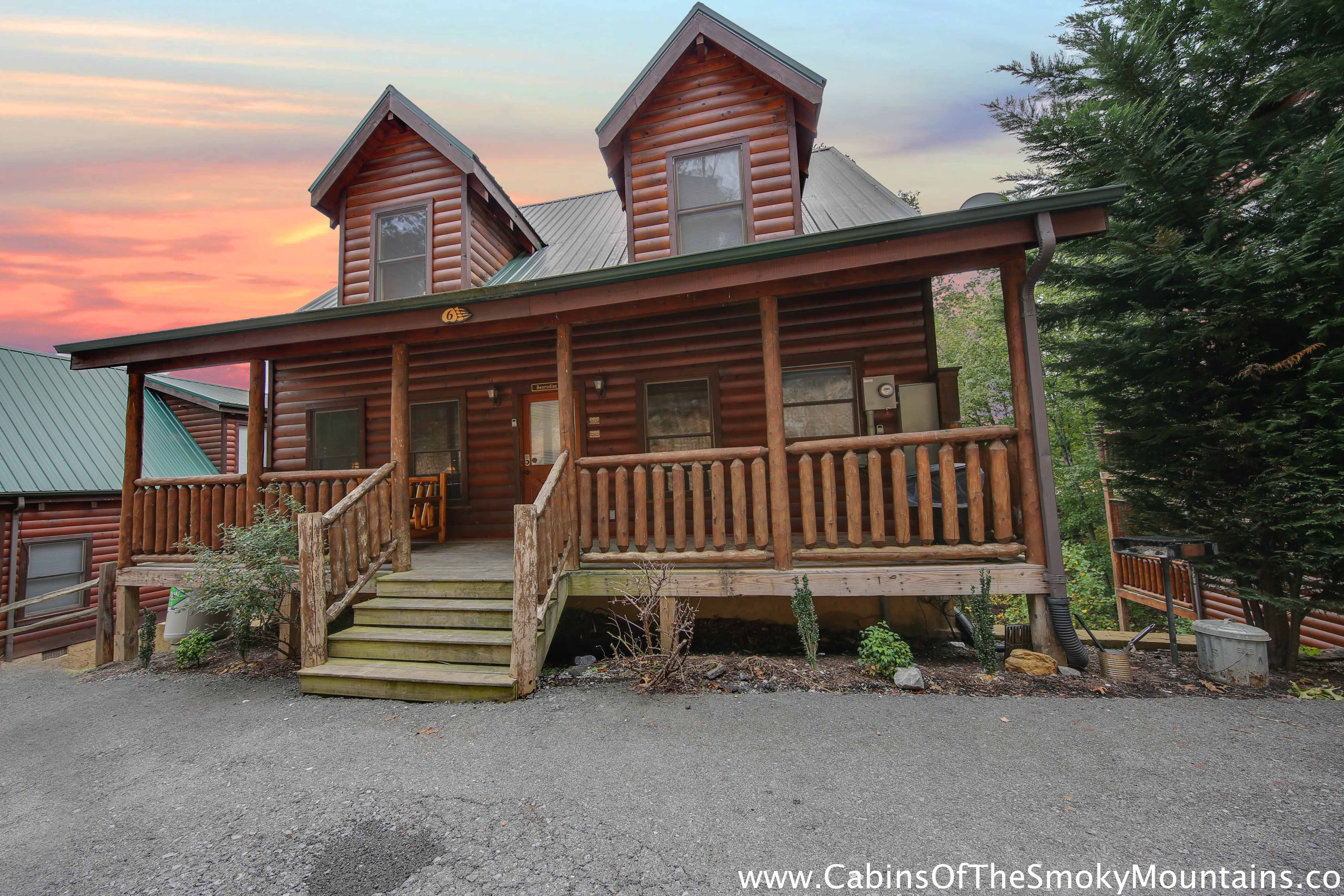 Pigeon forge cabin bearadise from for Cabins for rent in gatlinburg and pigeon forge