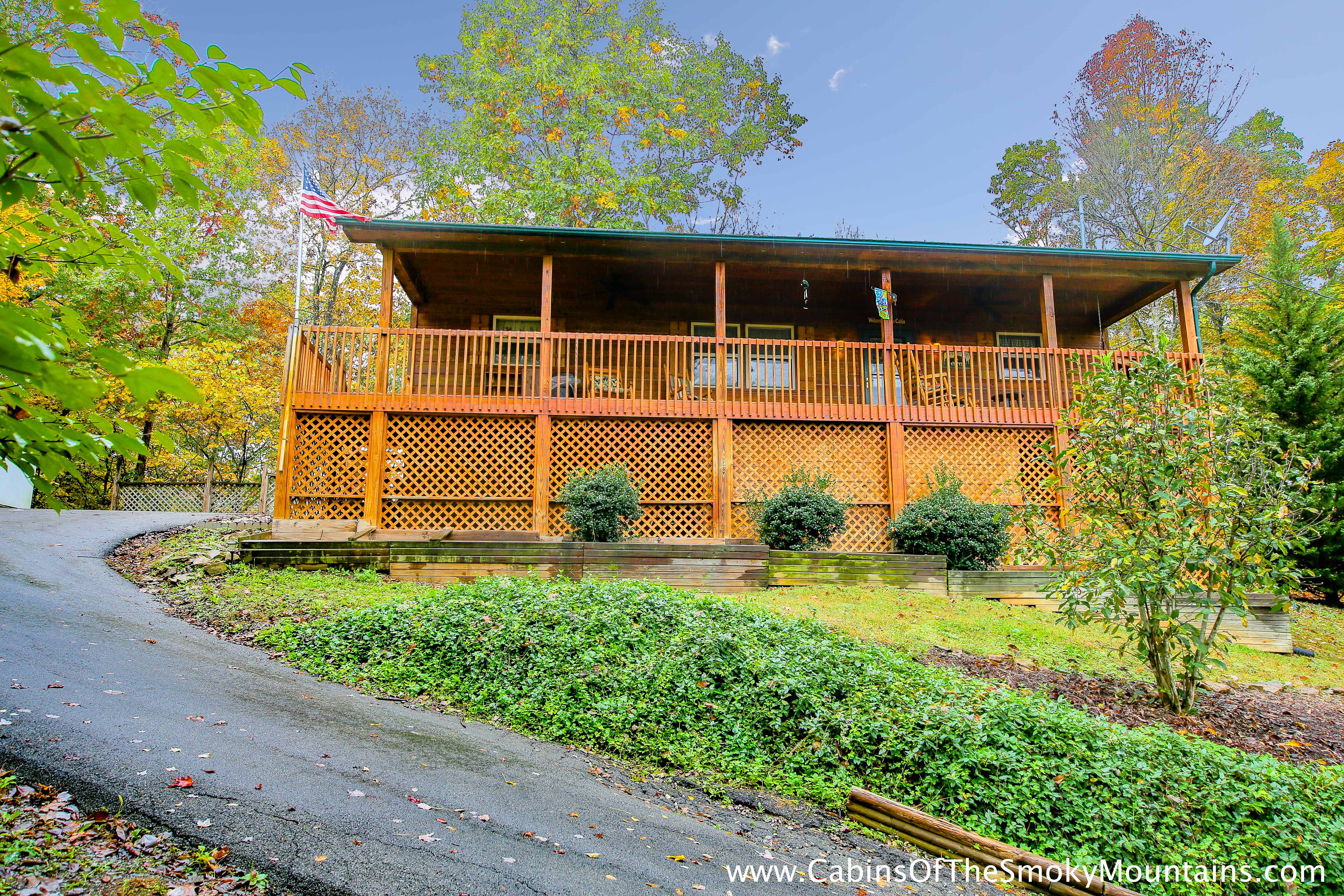Pigeon forge cabin smoky bear cabin 2 bedroom sleeps 6 for Smoky mountain cabin specials