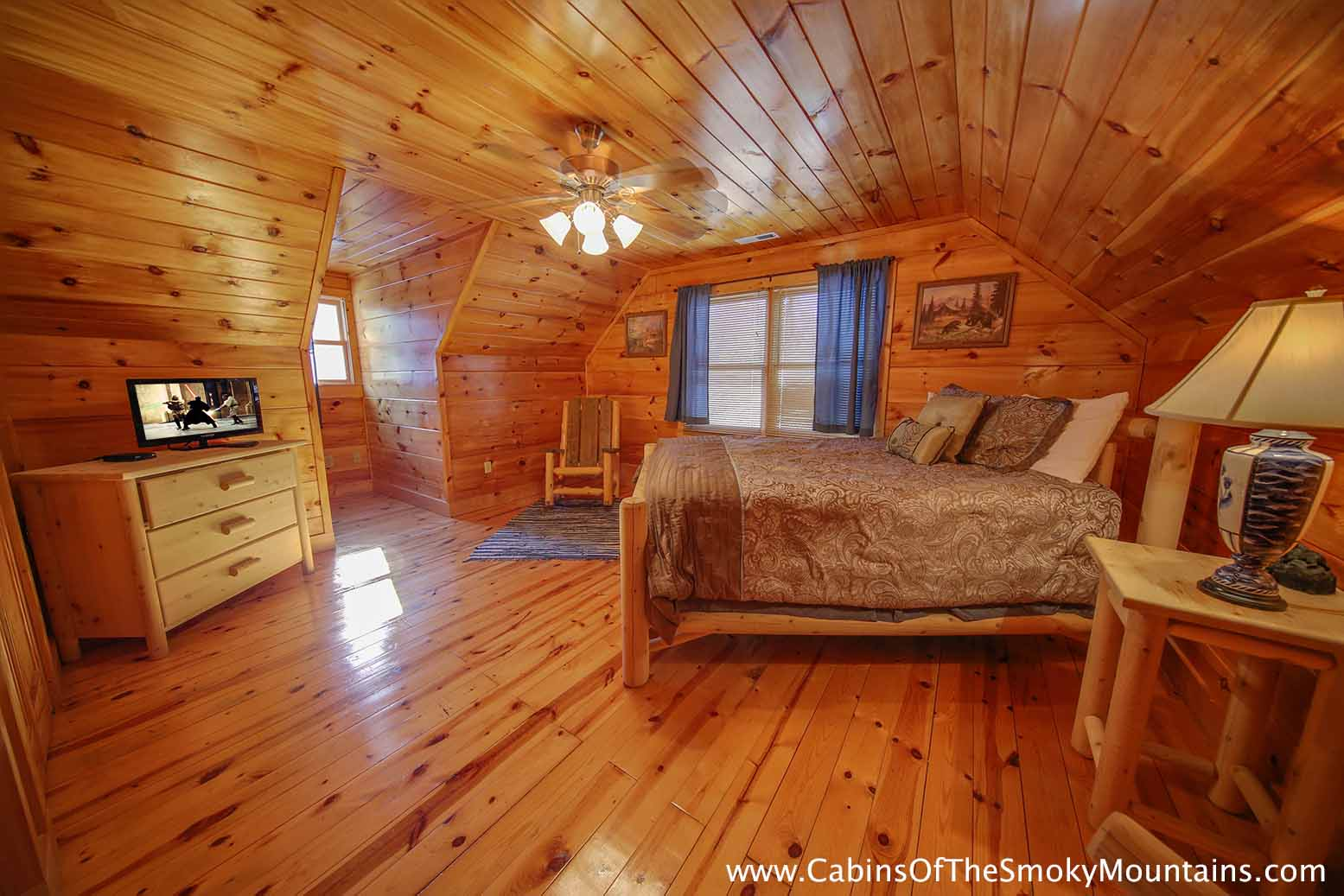 Pigeon forge cabin sweet dreams 3 bedroom sleeps 8 for 3 bedroom cabins in smoky mountains
