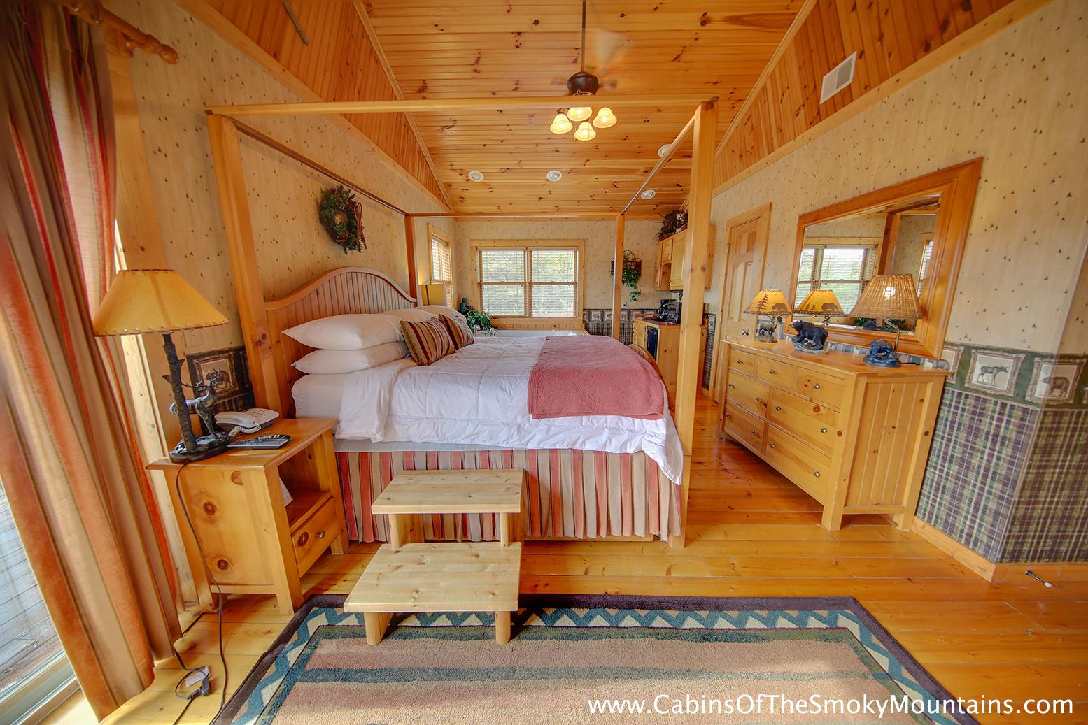 Pigeon forge cabin fox n socks 3 bedroom sleeps 10 for 3 bedroom cabins in smoky mountains