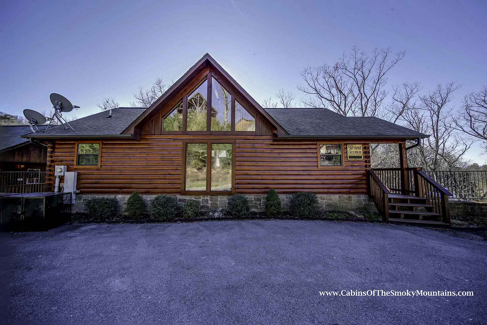 Pigeon Forge Cabin Grand Getaway 4 Bedroom Sleeps 10 Jacuzzi Home Theater Swimming