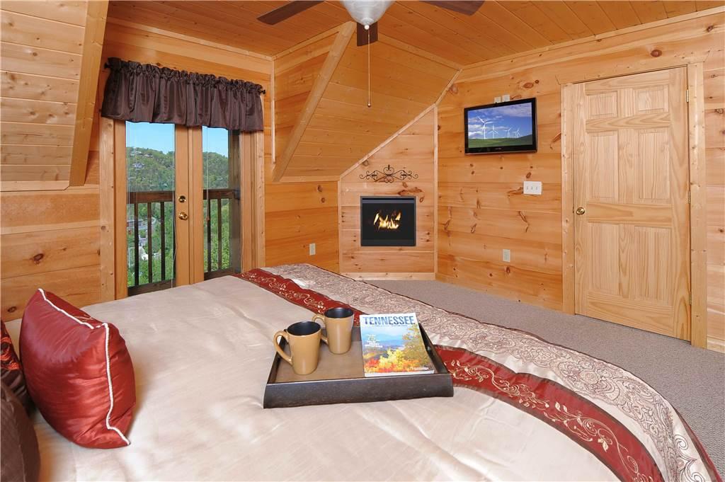 Gatlinburg Cabin Gatlinburg Views 5 Bedroom Sleeps 14 Jacuzzi Swimming Pool Access