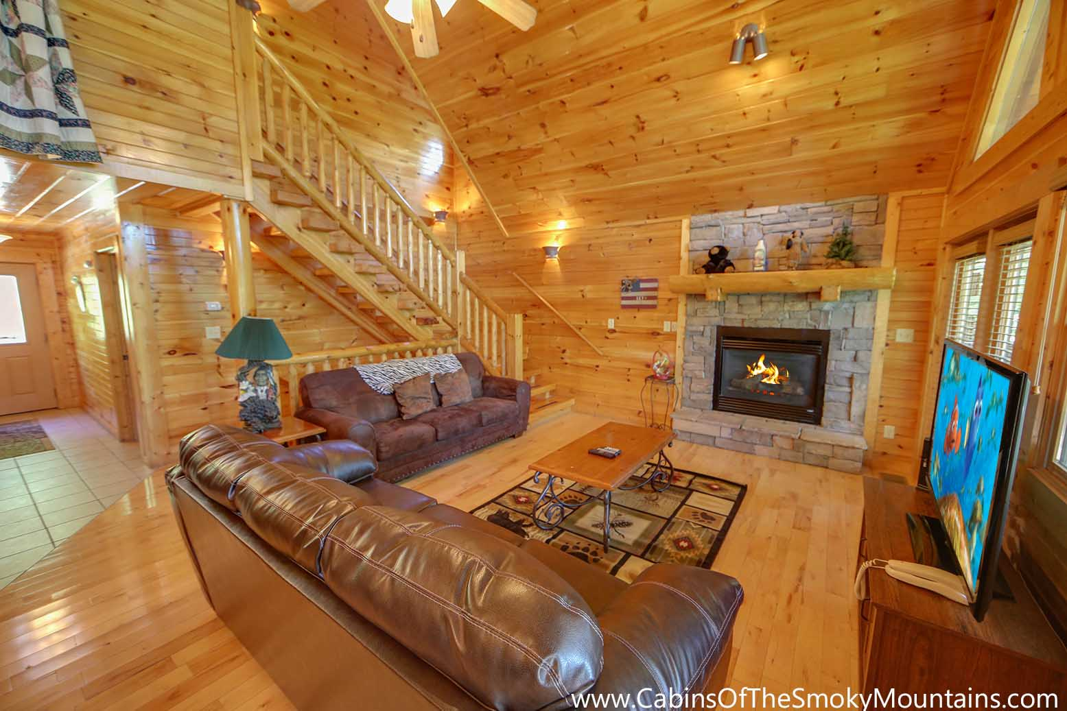 Pigeon forge cabin cherokee ridge 3 bedroom sleeps 10 for Smoky mountain ridge cabins