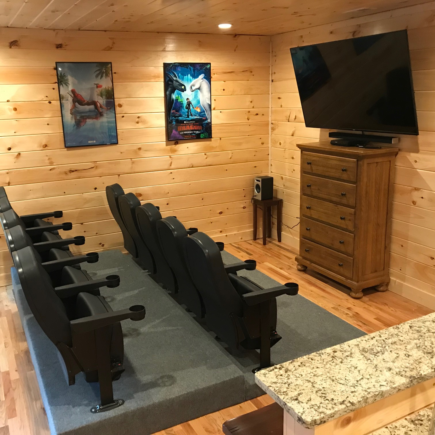 8 Bedroom Cabins In Gatlinburg: Mountain View Theater Lodge