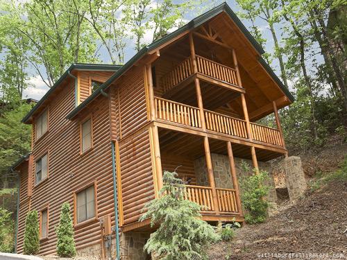 Gatlinburg cabin comfort zone 3 bedroom sleeps 13 jukebox swimming pool access home for 3 bedroom cabins in smoky mountains