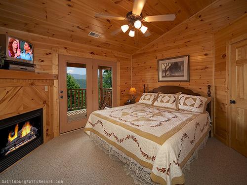 Gatlinburg Cabin Majestic Peaks 5 Bedroom Sleeps 20 Bunk Beds Swimming Pool Access