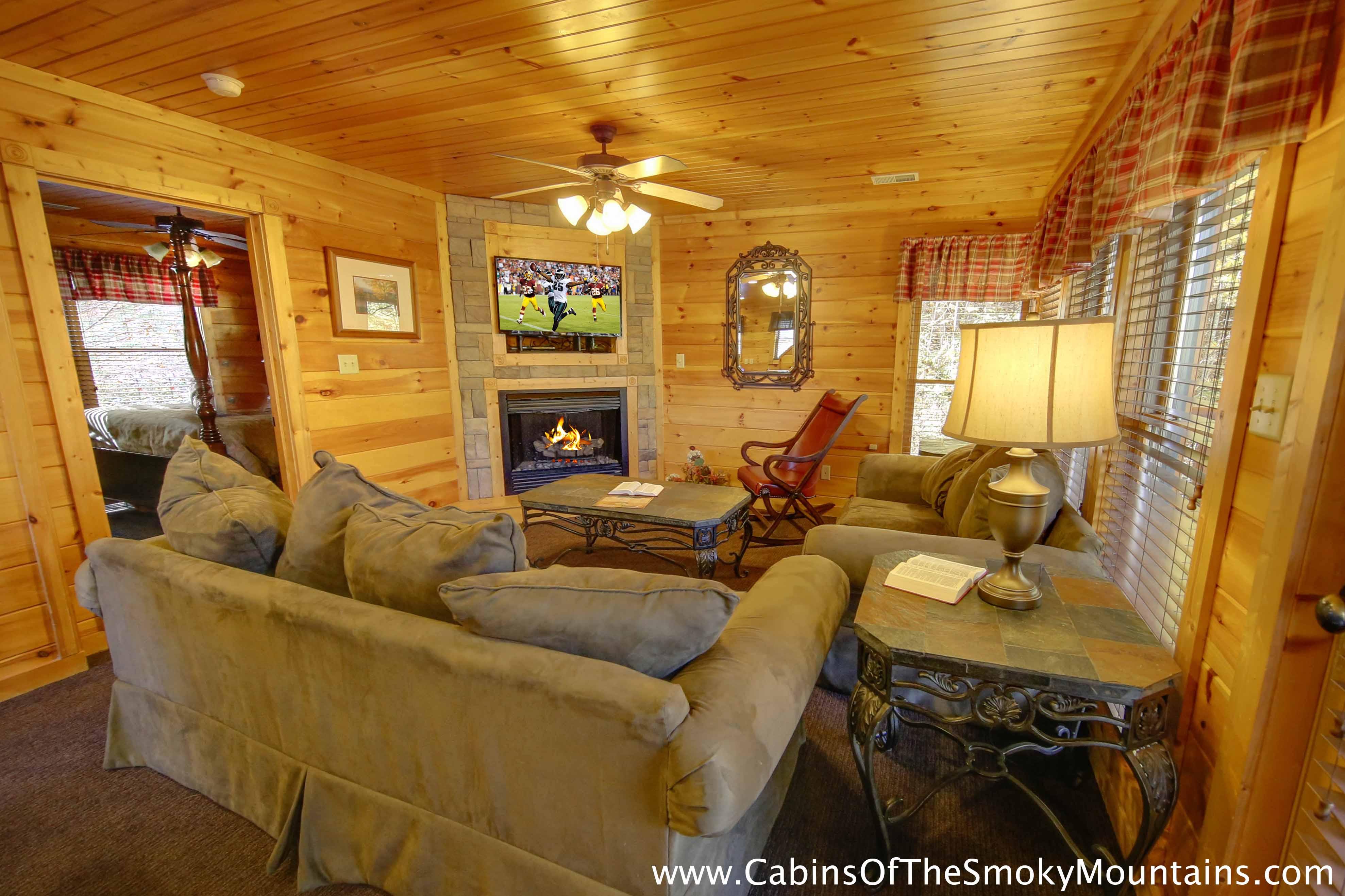 Gatlinburg cabin on the edge 2 bedroom sleeps 10 for Two bedroom cabins in gatlinburg