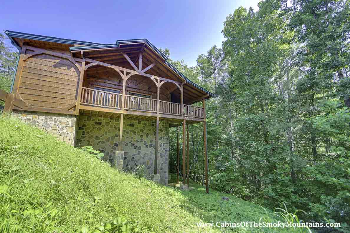 Gatlinburg cabin hide a way 1 bedroom sleeps 6 for Www cabins of the smoky mountains com