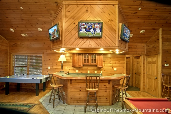 Gatlinburg Cabin - Mountaintop Mansion - 9 Bedroom - Sleeps 32 ...