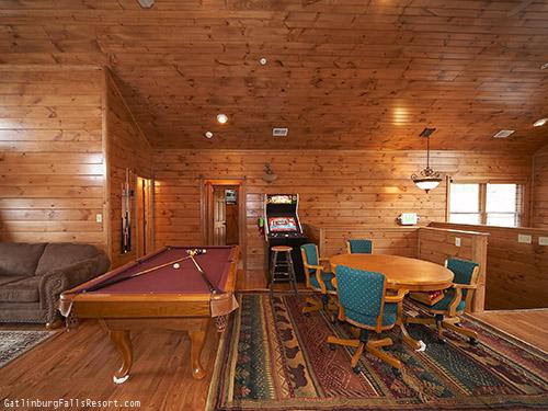 Gatlinburg Cabin Mountaintop Mansion 9 Bedroom Sleeps 32 Jacuzzi Bunk Beds Jukebox