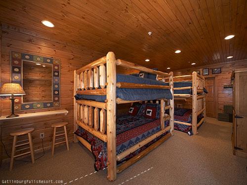 Gatlinburg Cabin   Bucket List   9 Bedroom   Sleeps 30   Jacuzzi   Bunk  Beds   Swimming Pool Access Great Pictures