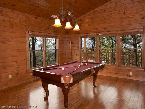 Gatlinburg Cabin - Moose Tracks - 4 Bedroom - Sleeps 16 - Bunk ...