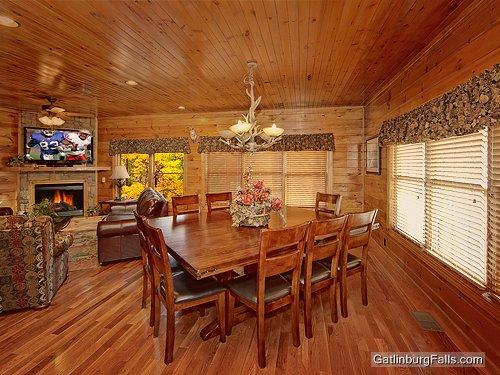 Gatlinburg Cabin City Relief 5 Bedroom Sleeps 18