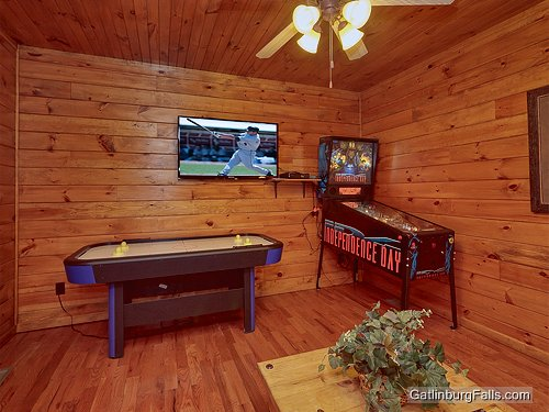 gatlinburg cabin the great outdoors 1 bedroom sleeps 12