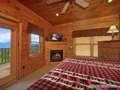 Gatlinburg cabin viewtopia 2 bedroom sleeps 10 for Two bedroom cabins in gatlinburg