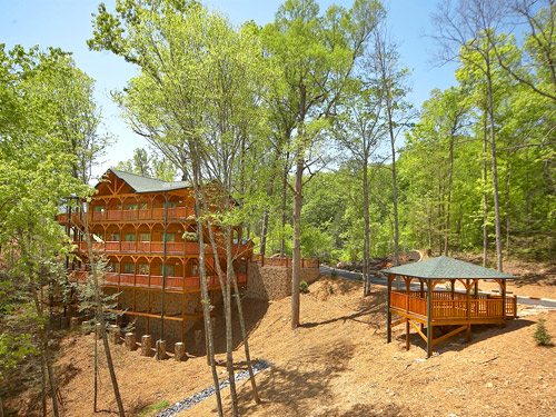 Pigeon forge cabin big sky lodge 7 bedroom sleeps 28 for Big sky cabin rentals