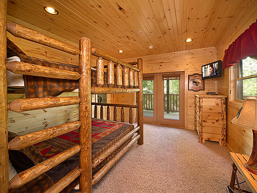Cabin bearskin lodge 9 bedroom sleeps 25 jacuzzi for Nuvola 9 cabin gatlinburg