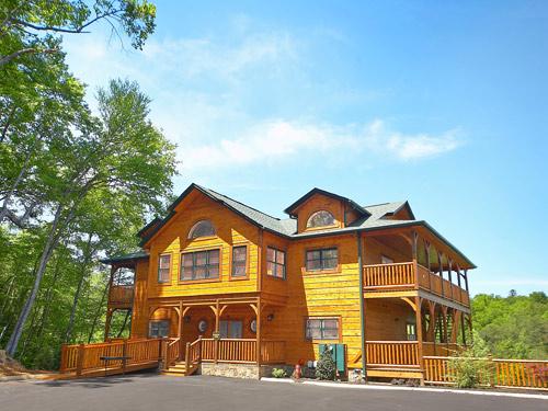 Pictures for Bearskin Lodge Cabin. Gatlinburg Cabin   Bearskin Lodge   9 Bedroom   Sleeps 25