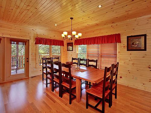Pigeon Forge Cabin Tennessee Walt 39 S 4 Bedroom Sleeps 12