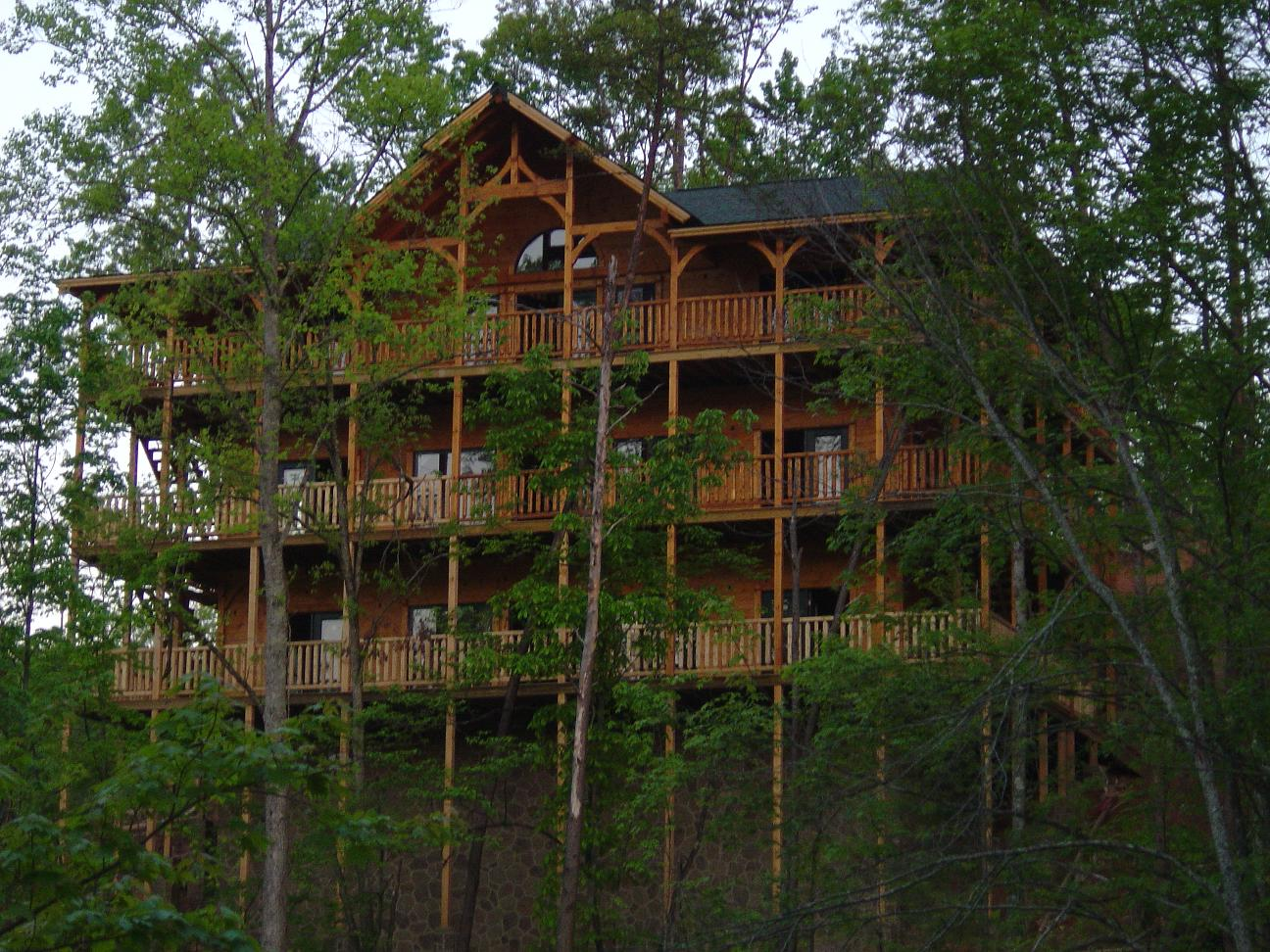Pigeon forge cabin parkview mansion 9 bedroom sleeps 27 for Rent cabin smoky mountains