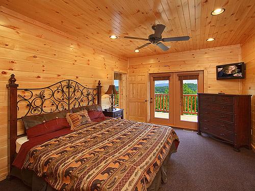Pigeon forge cabin gatlinburg mansion 9 bedroom sleeps 32 for 20 bedroom cabin in gatlinburg