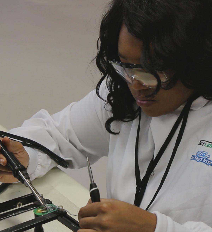employee-testing-circuitboard