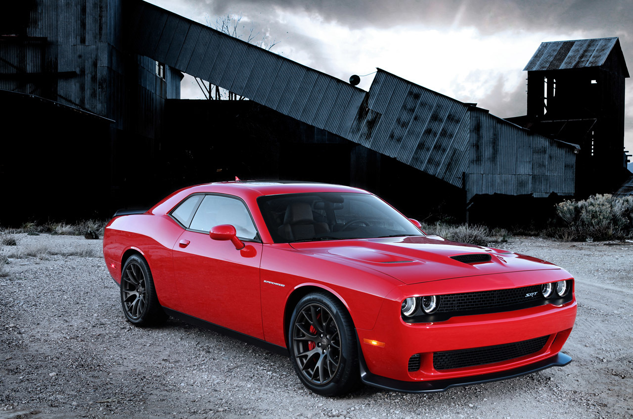 the 600bhp challenger srt hellcat is dodge 39 s muscular middle finger to ford and chevy. Black Bedroom Furniture Sets. Home Design Ideas
