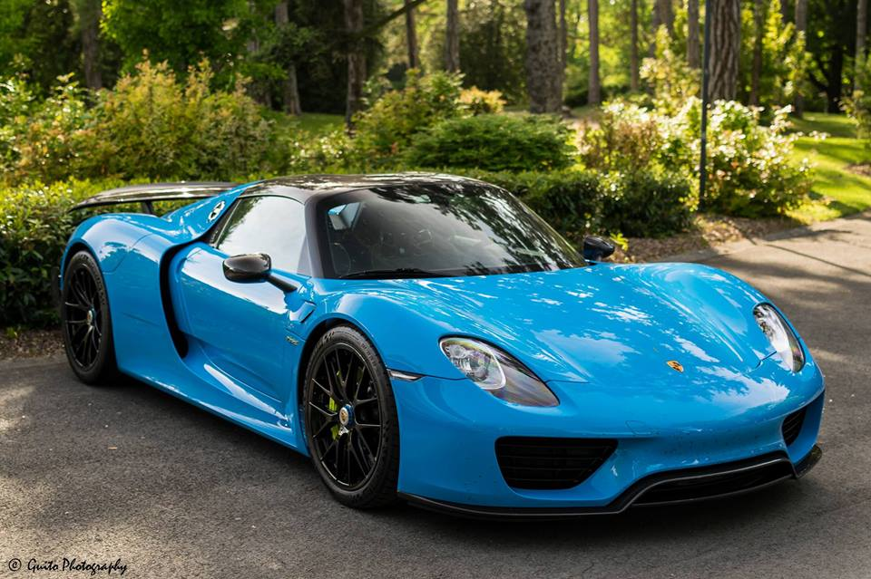 this 918 spyder just looks amazing in baby blue if you could affoard this car what color would. Black Bedroom Furniture Sets. Home Design Ideas