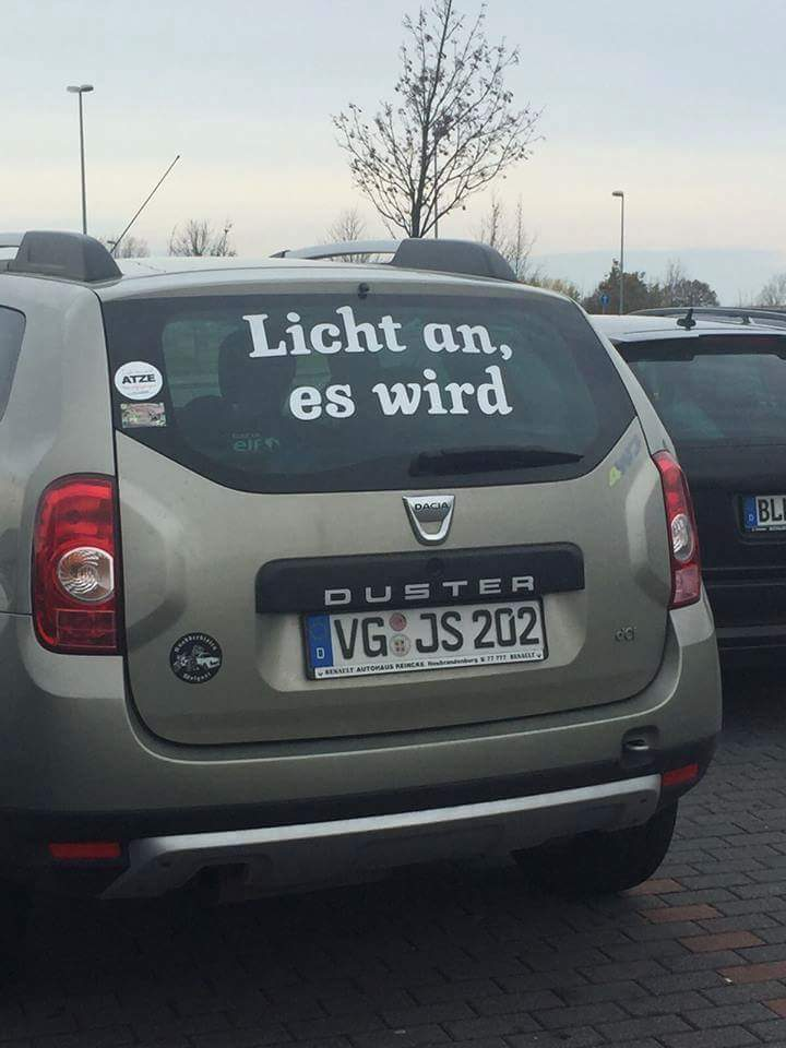 Licht An Es Wird Quot Duster Quot Translation Turn The Lights On