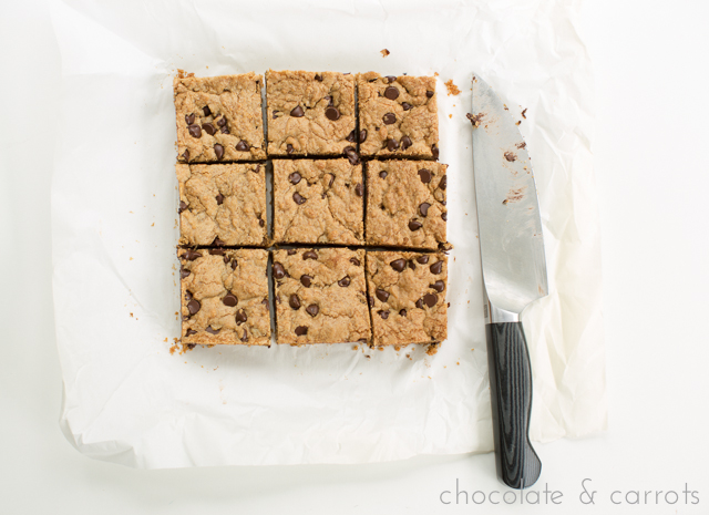 Whole Wheat Chocolate Chip Biscoff Blondies | chocolateandcarrots.com