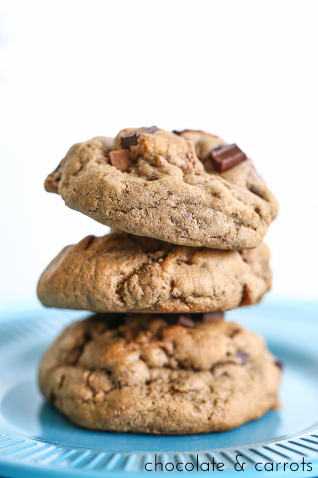 Whole Wheat Mint Chocolate Chip Cookies | chocolateandcarrots.com