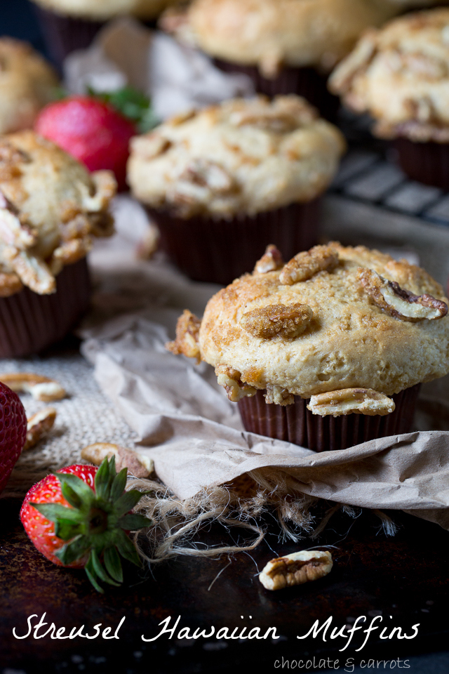 Streusel Hawaiian Muffins #quick #yeast #breakfast | chocolateandcarrots.com