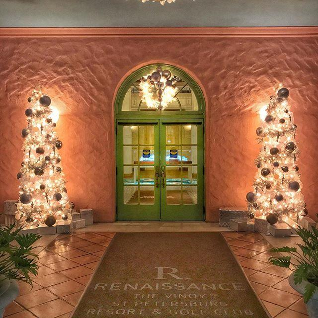 It's the most wonderful time of the year 🎄 #christmasdecorations #christmastree #christmaswreath #christmas #christmastime #christmasiscoming #holidayseason #holidaysarecoming #holiday #florida #ilivewhereyouvacation #vinoy #vinoyren #renhotels #livelifetodiscover #liveamplified #stpetersburg #dtsp #downtownstpete #igers #igersusa #igersstpete #tampabay