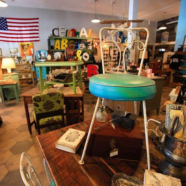 Searching for treasures at one of #StPete's favorite vintage markets! See anything you like?  #LiveAMPlified