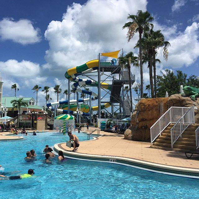 Couldn't be a more fun way to spend the day! 💦😎 The new Splash Harbour Water Park at the Holiday Inn Harbourside is a blast!  #indianrocksbeach #waterpark #familyfun #familytravel #LiveAMPlified #LoveFL #igersstpete #cleargram @splashharbourwaterpark @hiharbourside