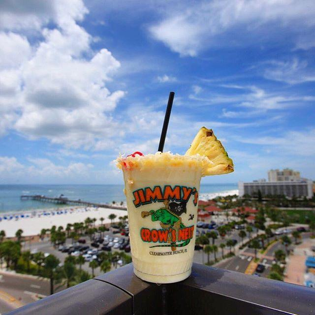 The only thing better than the view from Jimmy's Crows Nest Rooftop Bar? This killer piña colada! 🍹🙌🏽 .. . #LiveAMPlified #PierHouse60 #ClearwaterBeach #pinacolada #cleargram #LoveFL
