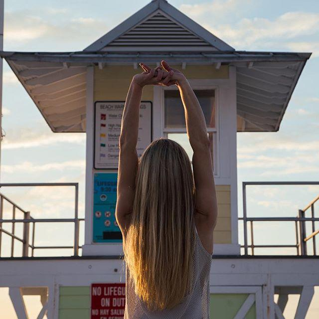 New blog post up on the website ✨ Hope everyone has a lovely Tuesday 💞  #visitfl #visitflorida #roamfl #florida #beach #clearwaterbeach #cleargram #postthepeople #sunset #lovefl #floridavibes #stretching #escaping #happyhere #exploreeverything #exploretocreate #visualauthority #createexploretakeover