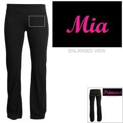 Mia, yoga pants
