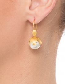 Penelope Gold Shell Pearl Earring