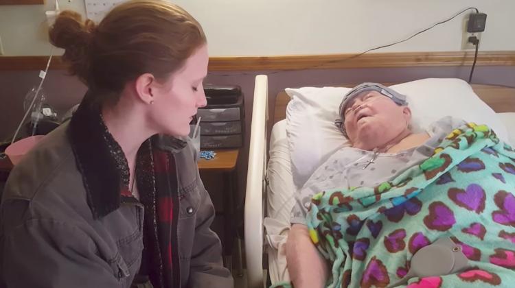 nurse sings to patient