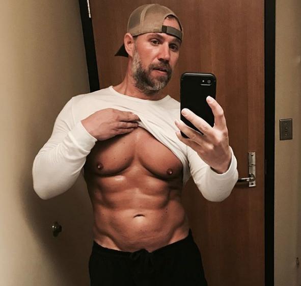 Acest tată a pierdut 92 de kilograme în șase luni pentru a deveni mai sănătos pentru familia sa