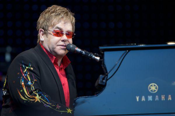 Rare Footage Of Elton John's 1973 'Step Into Christmas' Performance.