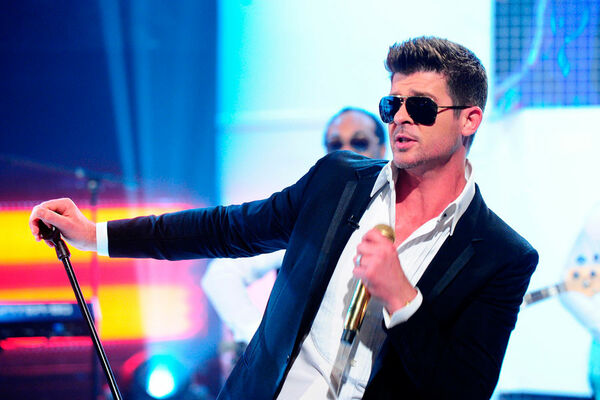 """Robin Thicke a """"total believer"""" in power of therapy"""